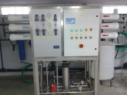 DESALINATION WATER SYSTEMS WITH REVERSE OSMOSIS MEMBRANES