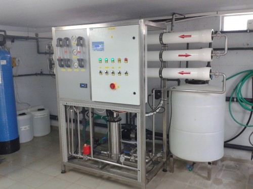 Seawater reverse osmosis system providing 1 m3/h of pure water