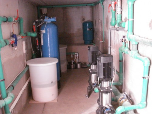 Water softener double type providing 18 m3/h for hotel use (120 persons)